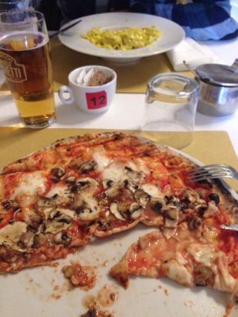 Dual Ristorante Pizzeria: Pizza funghi
