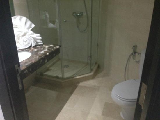 Palm Plaza Marrakech Hotel & Spa: salle de bain