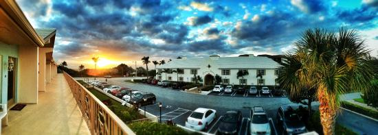 Dover House: Sun rise