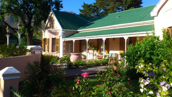 Mimosa Lodge : One of many nice houses & gardens in Montagu