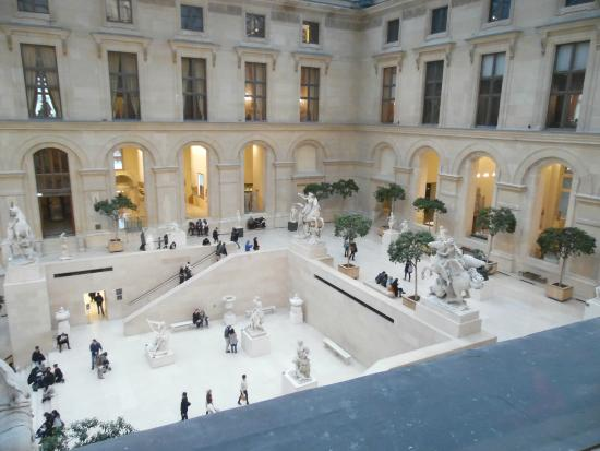 Int rieur picture of louvre museum paris tripadvisor for Le louvre interieur