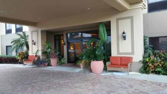 Hampton Inn West Palm Beach Florida Turnpike: Front door.