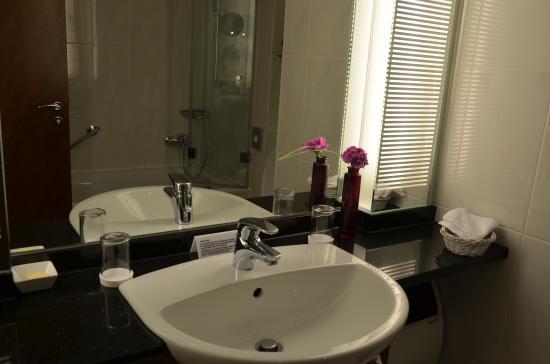 Sheraton Carlton Hotel Nuernberg: バスルーム