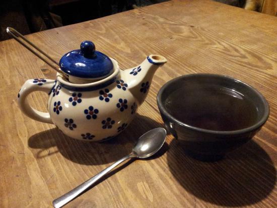 Le sherpa : Thé servi, le volume de la théière est moyen...