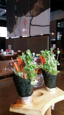 ZaoZiShu (JiangNing): vegie rolls.. could be fresher