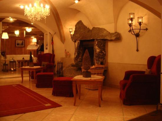 Hotel Edelweiß: Eingang/Lobby