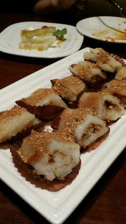 Grandma's Home (HangZhou Mansion): huge plate of fried peanut glutinous rice roll (muay chee).
