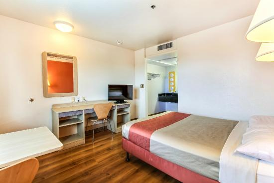 Motel 6 Salinas South - Monterey Area: Guest Room