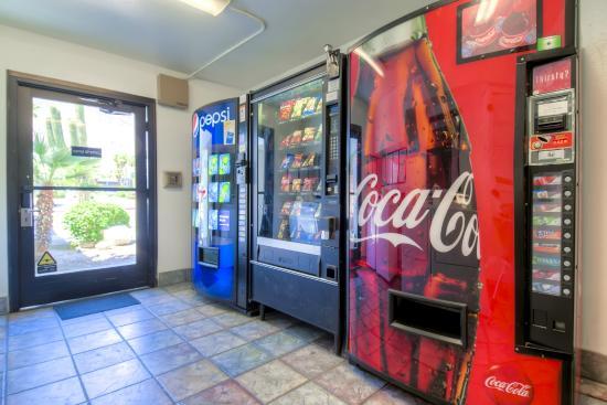 Motel 6 Palm Springs Downtown: Vending