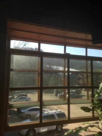 Inn at Holiday Valley : Neglected dirty windows in