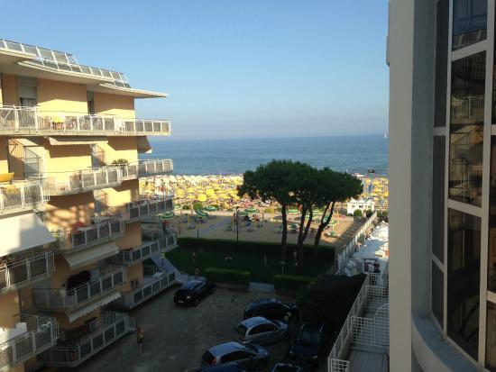 Hotel Ril: Aussicht vom Familienzimmer, seitlich zum Meer