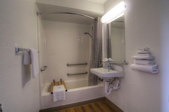 Motel 6 Orlando-Winter Park : Bathroom