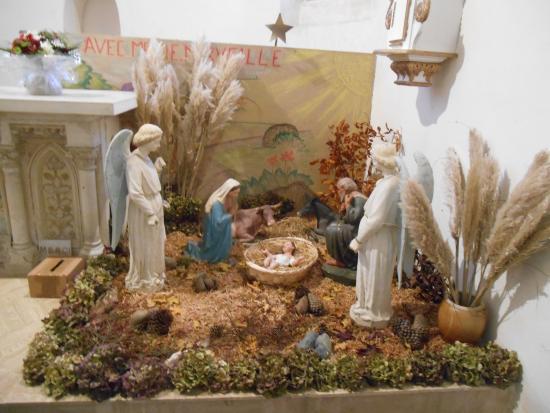 Le Quillio, France: crèche dans la chapelle en 2014
