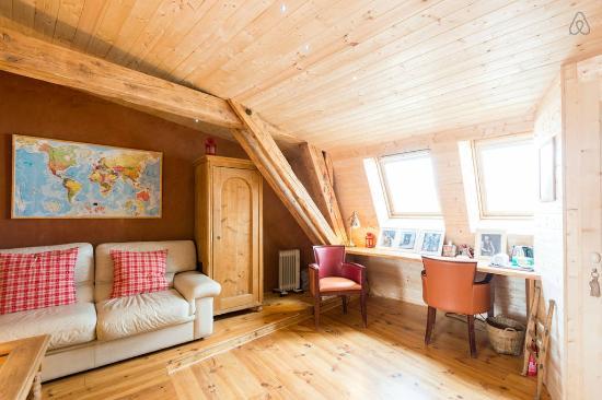l'espace bureau - photo de refuge renoir chambre d'hôtes, chambéry