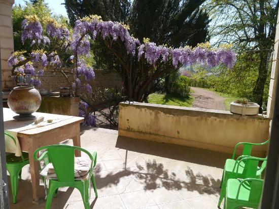 Les Charrières : Piano Suite front door to patio