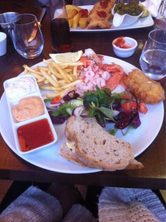 No17 Restaurant & Lounge: The fish platter. After I tipped all the individual things out on to my plate, so it did look mu