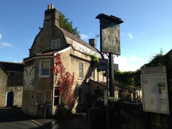 Wheelwrights Arms: The pub