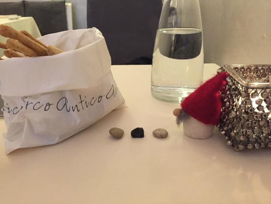 Antico Arco: Whimsy holiday tablescape