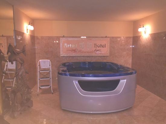 Riverside Hotel : Luxussuite mit Trittleiter