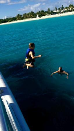 Zatoka Simpson, Sint Maarten: nothing like jumping in with dad.... #bluebeard