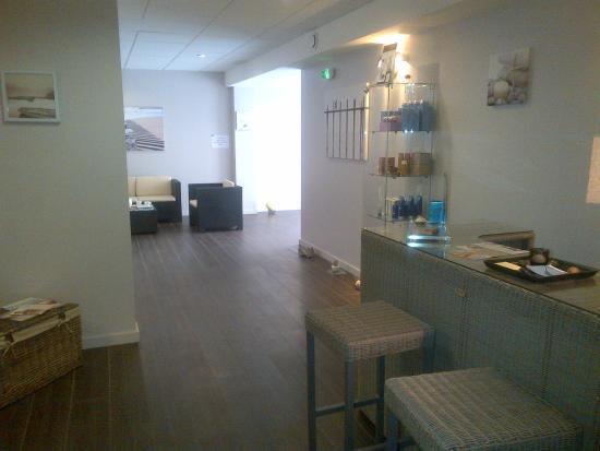 Lagrange apart 39 hotel les patios eugenie biarritz for Appart hotel biarritz