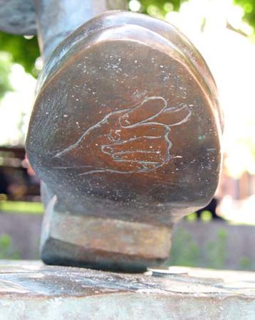 Panikovski Monument: ступня с сюрпризом