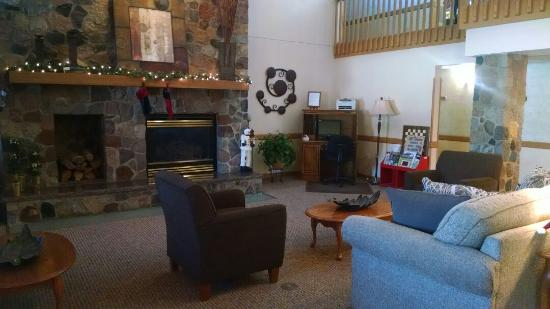 Boarders Inn & Suites Faribault, MN : Beautiful lobby