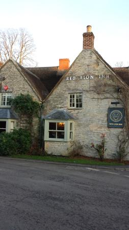 The Red Lion Inn : View from street
