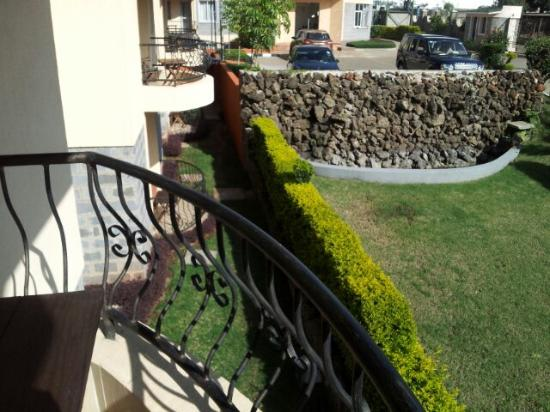 Longview Suites: Livingroom balcony