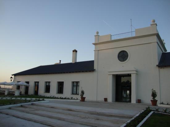 Hotel Santa Cristina : La fachada del Hotel, a la izquierda el restaurant.