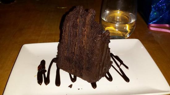 Houston Avenue Bar & Grill - Gatineau: Meilleur gâteau au chocolat jamais mangé!