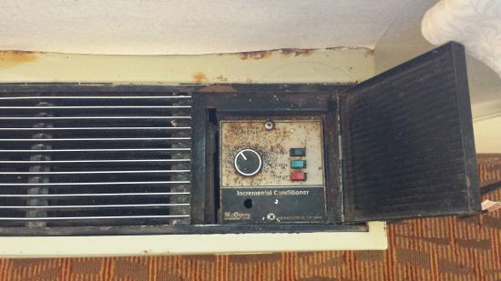 Days Inn Williamsburg Historic Area: The AC control panel (for real!)