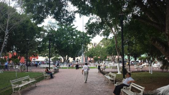 Plaza e Parque Francisco Canton: Park and Fountain