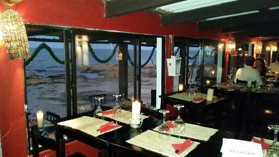 Hosteria La Perla: El restaurante y la vista en la noche