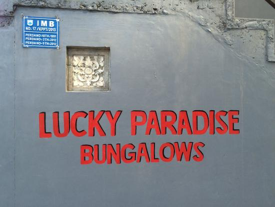 Lucky Paradise Bungalows: name tag