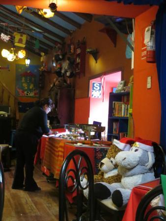 Aldea Yanapay Vegetarian buffet table set up & Vegetarian buffet table set up - Picture of Aldea Yanapay Cusco ...
