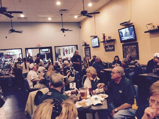 Mirage Sports Grill: Enjoying Packers Thier Win Confernce Title