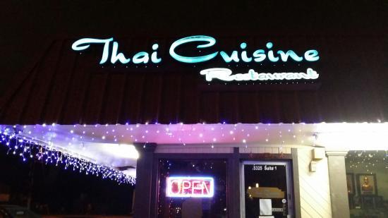 Thai Cuisine: Outside view