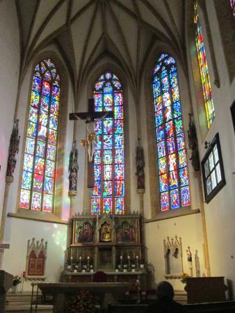 Stadtpfarrkirche: Vitraux de l'autel principal