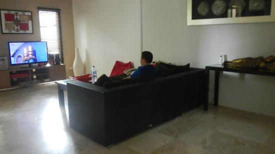 Beach Melati Apartments: Lounge Room