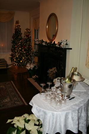 Holladay House Bed and Breakfast: The parlor where we were married, beautifully decorated