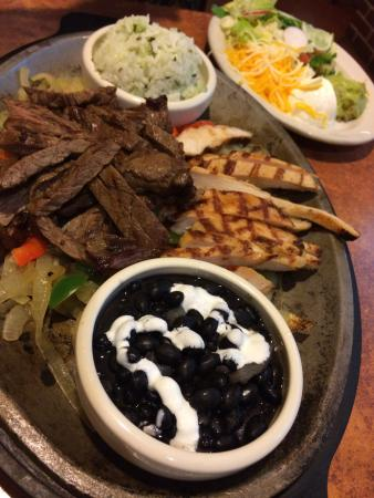 Crestview Hills, KY: Fajitas for 2 - steak and chicken. Black beans, cilantro rice