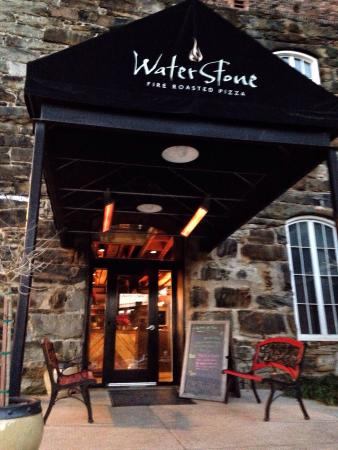 Waterstone Fire Roasted Pizza: Classy entrance
