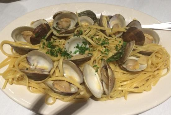 Amelia's: Clams and pasta with white sauce.