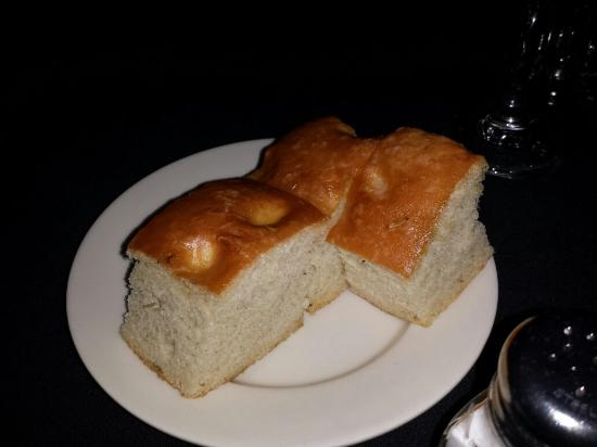 Ray's the Steaks: House bread
