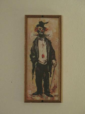 Clown Motel : Clown picture in the room