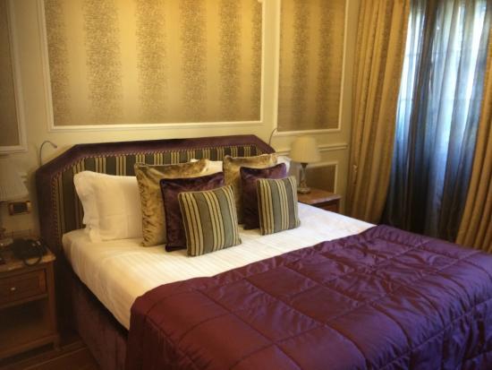 Baglioni Hotel Carlton: ベッド