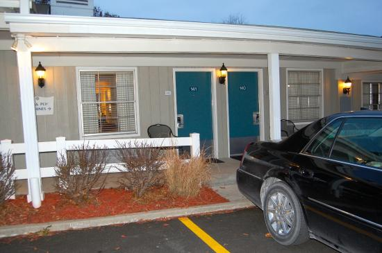 BEST WESTERN Plus Coach House: Nice to have the car close by.