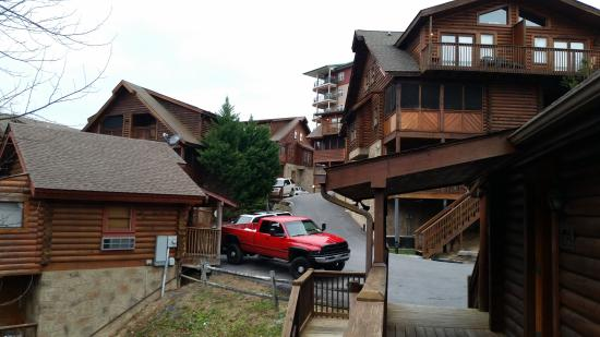 Rocky Top Condos: front view of the cabin