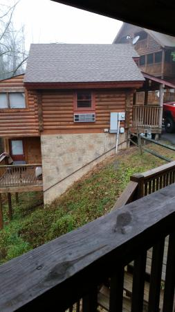 Big Bear Lodge and Resort: side view